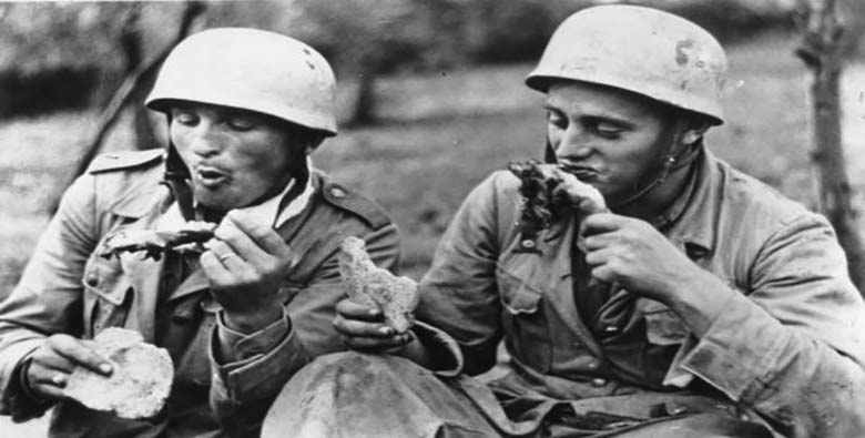 Early 20th century soldiers eating.
